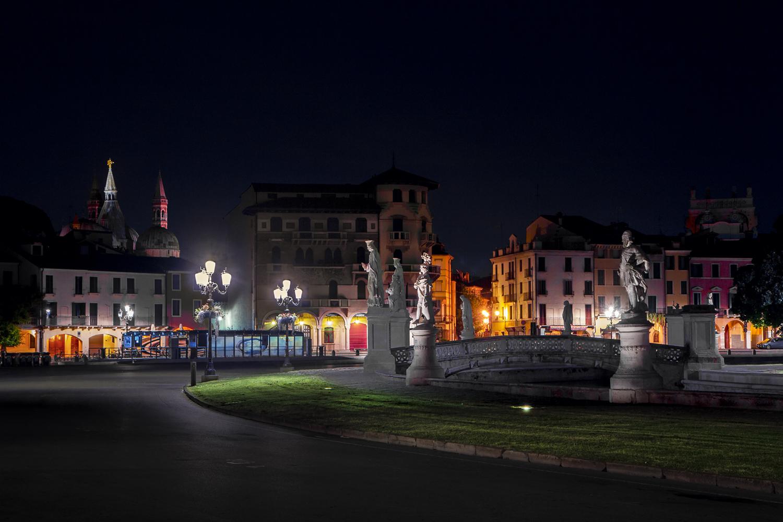 prato-della-valle-by-night-02